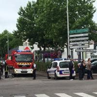Francia, ostaggi in una chiesa in Normandia: uccisi gli assalitori