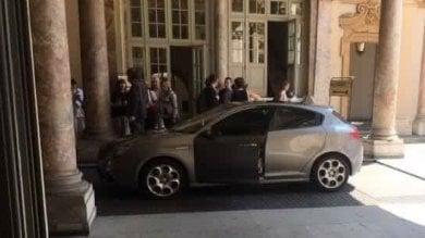 """Torino, Appendino con l'auto blu """"Mai detto che avrei rinunciato"""""""