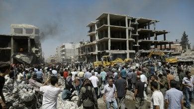Siria, bombe dell'Is al confine turco   video    a Qamishli oltre 50 morti e 170 feriti   foto