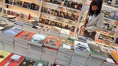 """Salone Libro editori rompono gli indugi  """"Addio Torino, farlo a Milano""""   video"""