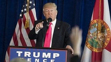 """Trump chiede aiuto ai russi contro Hillary """"Trovate le sue 30mila mail sparite""""   video"""