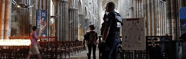 Rouen, era schedato anche secondo terrorista   L'Is posta video con il giuramento dei due