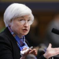 La Fed vede meno rischi per l'economia, ma resta cauta sui tassi. Borse deboli