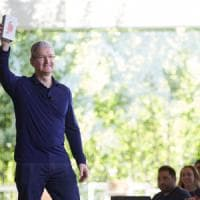 Apple, venduto il miliardesimo iPhone. Cook: