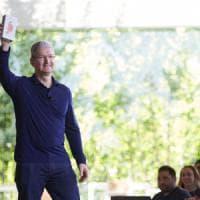 """Apple, venduto il miliardesimo iPhone. Cook: """"E' uno dei prodotti più importanti della..."""