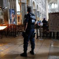 """Rouen, i buchi della sicurezza: i due killer erano schedati. Il messaggio in rete: """"Vai e..."""
