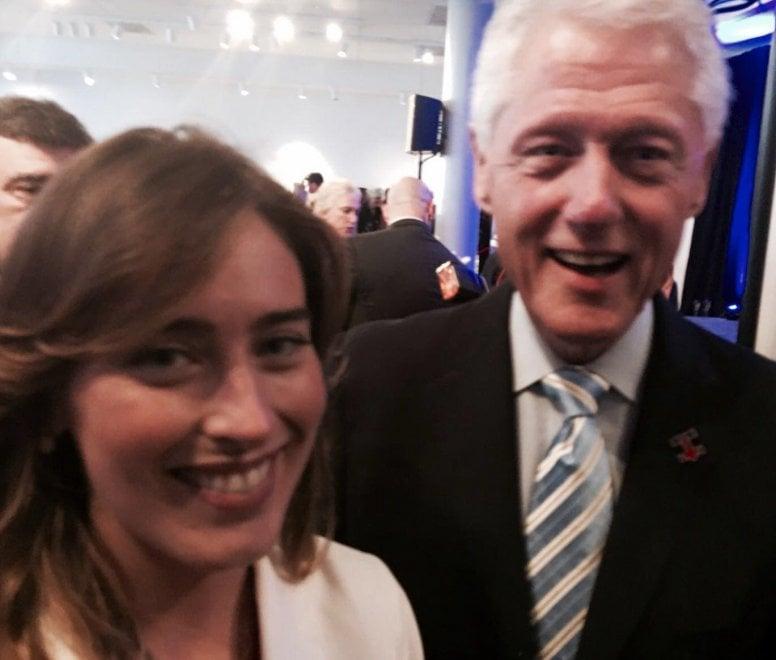 Usa, convention democratici: la ministra Boschi posa con Bill Clinton, Boldrini con de Blasio