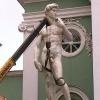 """San Pietroburgo, proteste contro copia David di Michelangelo: """"E' nudo, turba i bambini"""""""
