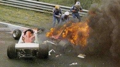 """Lauda, 40 anni fa l'incidente in Germania """"Non so perché mi fermai ad aiutarlo"""""""
