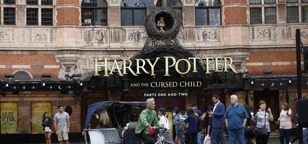 Harry Potter oggi è papà e fa ancora magie. Ed è già record tra teatro e librerie