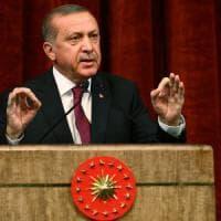 """Turchia, nuovo giro di vite di Erdogan: """"Chiuse scuole militari, 007 e forze armate..."""
