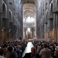 Rouen, musulmani a messa con i cristiani dopo l'attentato in chiesa