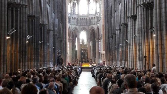 """Rouen, il vescovo accoglie i musulmani a messa: """"Come noi rifiutano morte e violenza"""""""