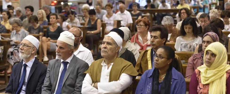 """Nelle chiese italiane oltre 23mila musulmani: """"Preghiamo insieme, ma serve più dialogo"""""""