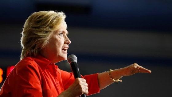 """Clinton attacca Mosca: """"Intelligence russa dietro furto mail al comitato Dem"""""""