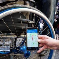 Percorso a ostacoli di un disabile per le vie di Roma,  l'App aiuta a superare le barriere