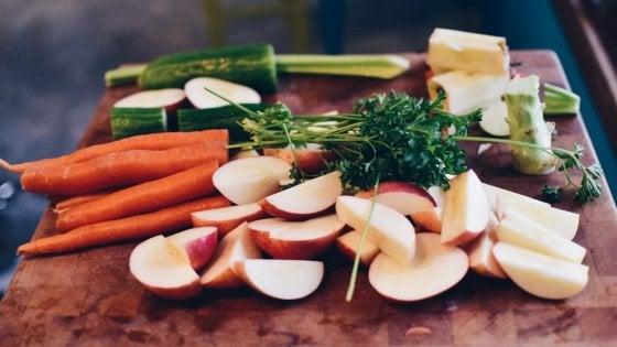 """Studio, con più frutta e verdura si migliora l'umore: """"Effetto immediato"""""""