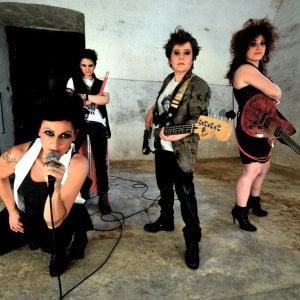 """""""Quella band composta da quattro lesbiche"""". A Rossano salta il concerto"""