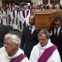 Rouen, in migliaia ai funerali di padre Jacques