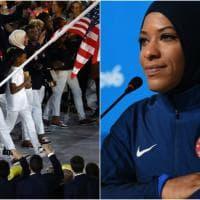 Rio 2016, sfila al Maracanã la prima atleta Usa con lo hijab