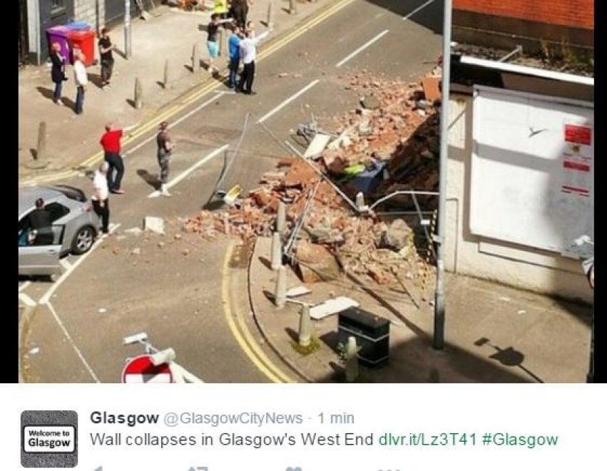 Glasgow, crollo vicino a un ristorante italiano. Le immagini sui social