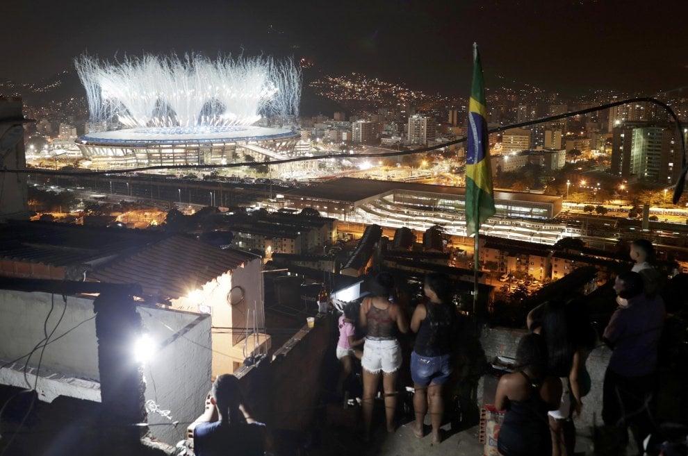 Rio 2016, le Olimpiadi sono un miraggio, Il Maracanà visto dalle favelas