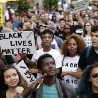 Chicago, manifestazione contro le violenze della polizia