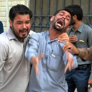 Pakistan,  Is rivendica attacco suicida in ospedale civile, almeno 70 morti e oltre cento feriti
