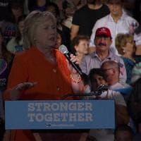 Usa, al comizio di Hillary anche il padre dell'autore della strage di Orlando