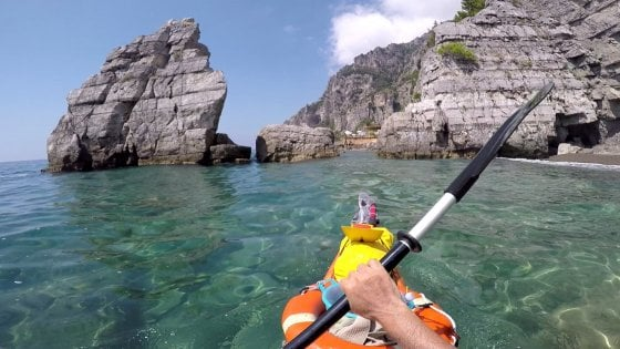 Costiera Amalfitana vista dal kayak, alla ricerca dei tesori nascosti, tra storia mito e tradizioni