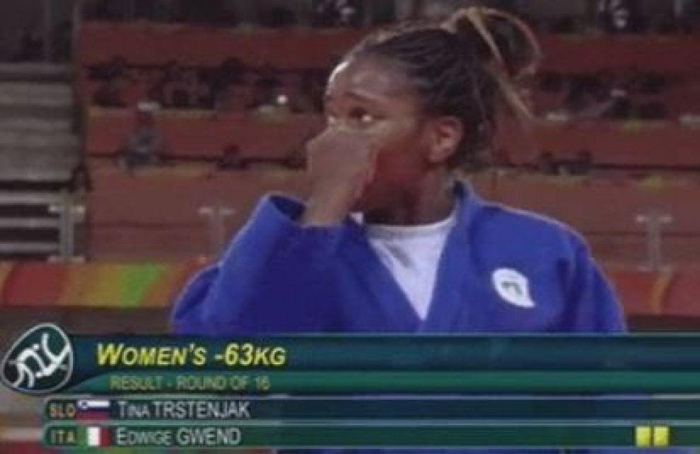 """Rio 2016, Edwige Gwend in lacrime per 3 ore: """"Mi hanno tolto la vittoria"""""""