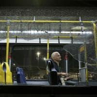 Rio 2016, autobus della stampa preso a sassate