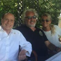 Berlusconi in vacanza con Briatore: la foto in Sardegna dopo l'operazione