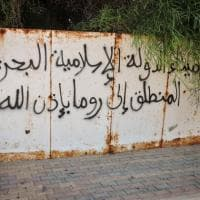 Sirte, le scritte dell'Is sul muro: