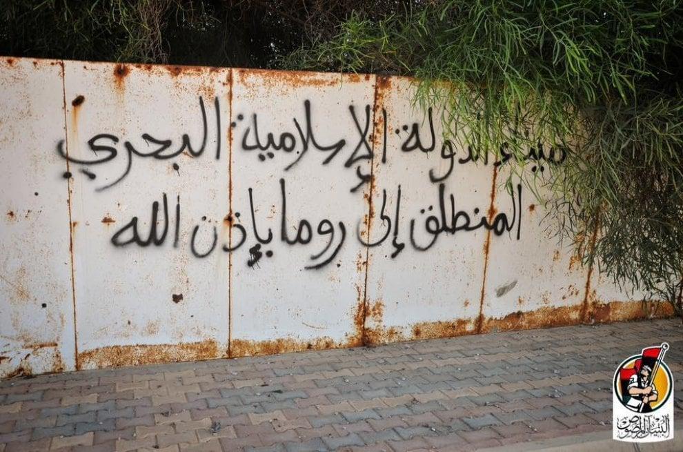 """Sirte, le scritte dell'Is sul muro: """"Da questo porto andremo a Roma"""""""