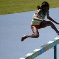 Rio 2016, batteria siepi donne: atleta perde la scarpa ma continua a correre