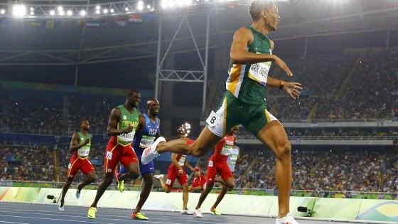 Atletica, Van Niekerk cancella Michael Jonhson: record del mondo sui 400