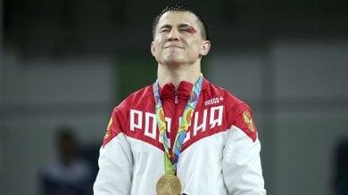 Roman, l'indistruttibile siberiano: lotta, sviene, si rialza e vince