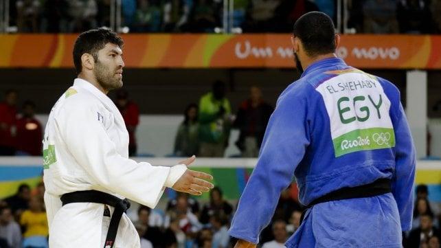 Judo, egiziano nega saluto a israeliano: escluso dai Giochi