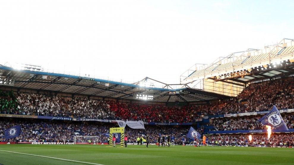 Inghilterra, curva del Chelsea tricolore: il benvenuto a Conte