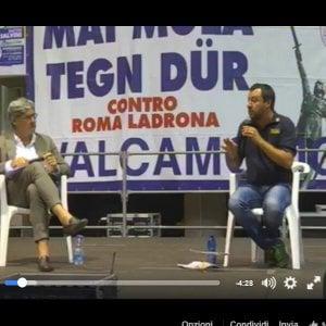 """Salvini incita la platea leghista: """"Ripuliamo le città dagli immigrati"""""""