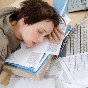 I benefici del sonno, chi dorme di più ha uno stipendio alto