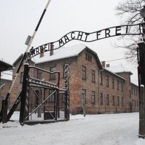 """Polonia, sarà reato definire """"polacchi"""" Auschwitz e gli altri lager nazisti"""