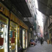 Negozi, gli affitti sono scesi di un terzo con la crisi. La più cara è Milano con 1.300...