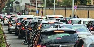 Traffico, la coda brucia 19 ore di vita. Milano record: 52 ore