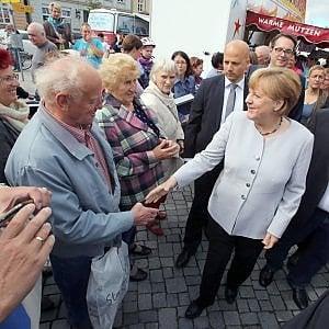 """Merkel: """"Il burqa è un ostacolo all'integrazione"""""""
