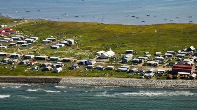 """""""Ci spostiamo per sopravvivere""""   foto   Villaggio Alaska ha deciso con referendum"""