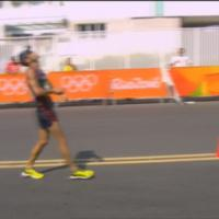 Rio 2016, marcia 50km - Diniz crolla a terra, poi riparte