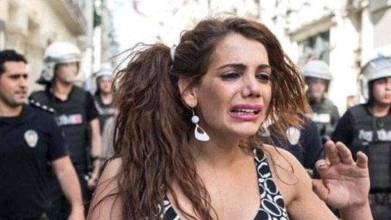 Turchia, l'orribile morte di Hande Kader, icona Lgbt del Gay Pride vietato a Istanbul. 123840499-0650d50b-2745-42e0-8ab2-91f2391fb20a