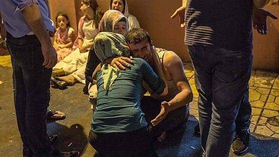 """Turchia, attacco a un matrimonio di curdi: 50 morti. Erdogan: """"Il kamikaze aveva 12-14 anni"""""""